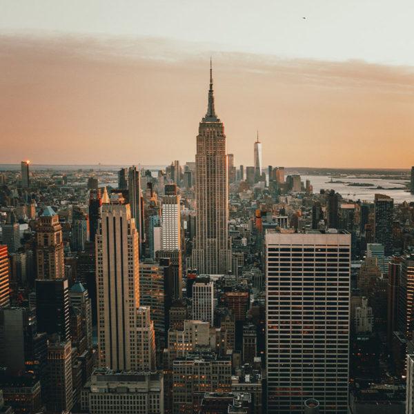 New York City - Blick auf das Empire State Building und Manhattan vom Rockefeller Center aus