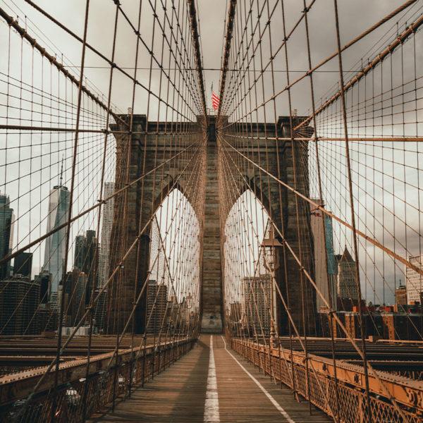 New York City - Blick auf die Brooklyn Bridge in Richtung Manhattan