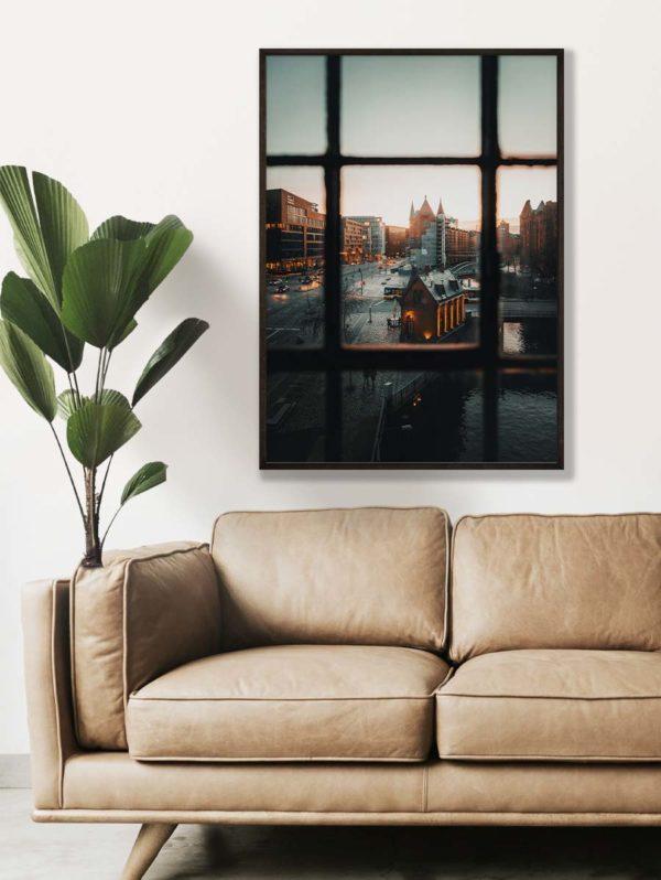 tombaenre-wandbild-wohndeko-kunstdruck-hamburg-bilder-poster-alu-verbund-speicherstadt-ausblick-fenster-1