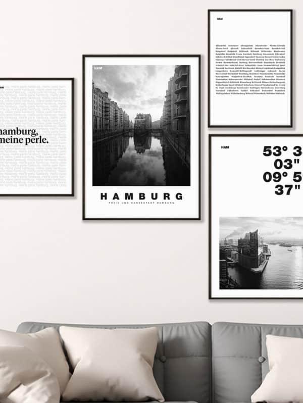 """Hamburg Poster Set """"Schwarz-Weiß"""" an einer Wohnzimmerwand im Rahmen - Nahaufnahme"""